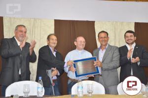 Padre Elias recebe título de Cidadão Honorário de Ubiratã em sessão solene da Câmara