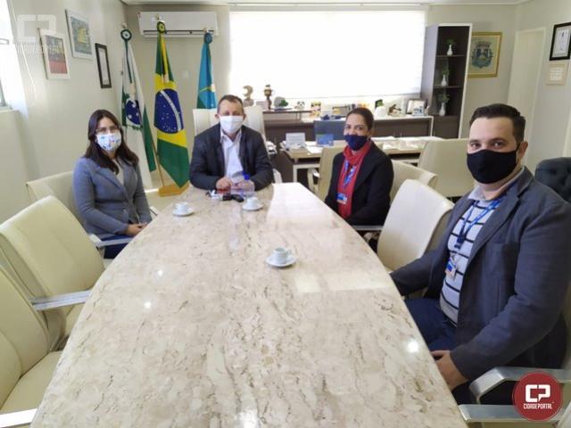 Prefeito de Goioerê recebe Gerente da Caixa e anuncia financiamento para asfalto no Jd. Universitário e Jaracatiá