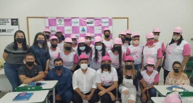 """Aula inaugural do projeto """"Mão na Massa - Mulheres na Construção Civil"""" foi realizada em Goioerê"""