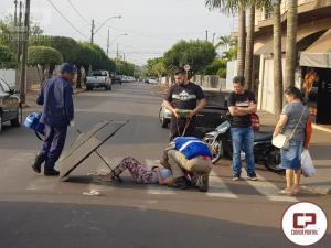 Motociclista fica ferida em acidente no cruzamento da Antonio Moulin com a Carlos Gomes