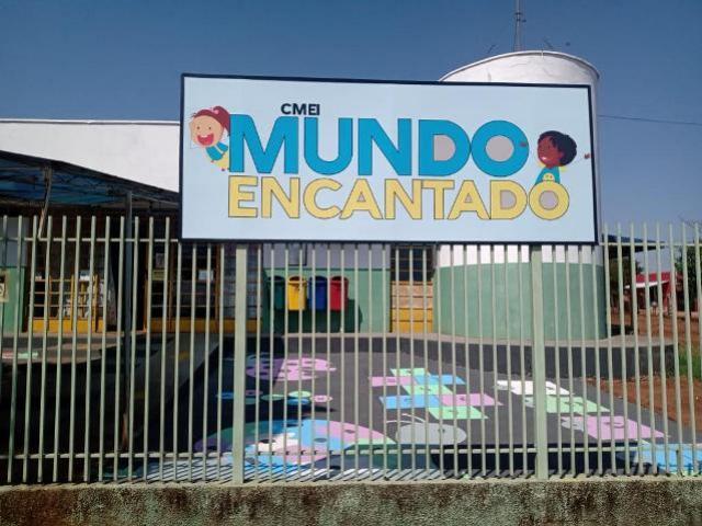 Pátio do CMEI Mundo Encantado de Goioerê é transformado em área lúdica para as crianças