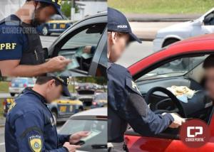 Com site do Detran-PR fora do ar, PRF alerta para a importância de portar o documento do carro