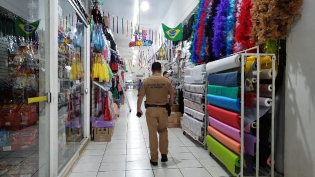 Ladrões fazem arrastão em lojas do Mercadão Municipal de Campo Mourão
