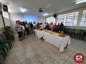 Ex-diretora e professora foram homenageadas pelo Colégio Estadual Vila Guaíra