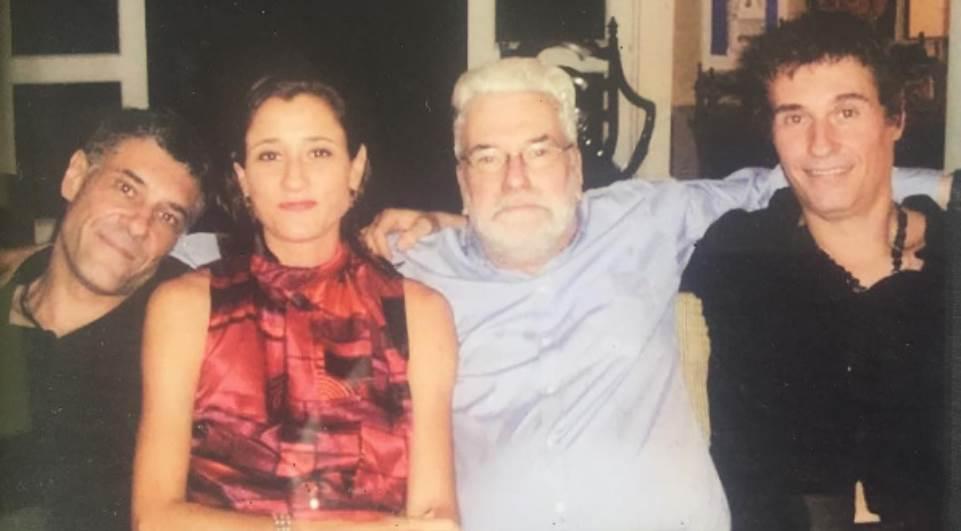 Cantor Dinho Ouro Preto lamenta morte do pai