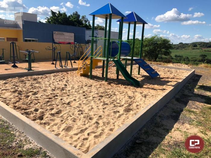 VereadorGuilherme Dutra atende pedido da comunidade e Parquinho Infantil já foi instalado no Jardim Tropical