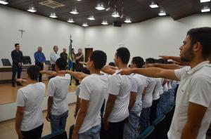 Ubiratanenses dispensados do Serviço Militar realizam juramento à bandeira e receberam documento de reservista