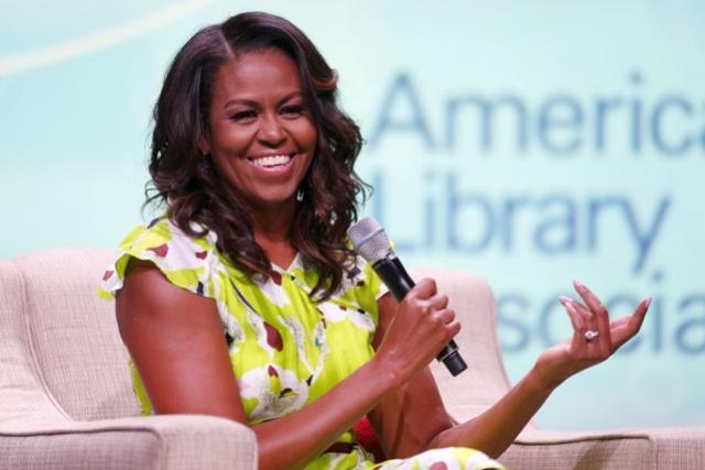 Cabeleireiro de Michelle Obama dá 5 dicas para ter cachos sempre lindos