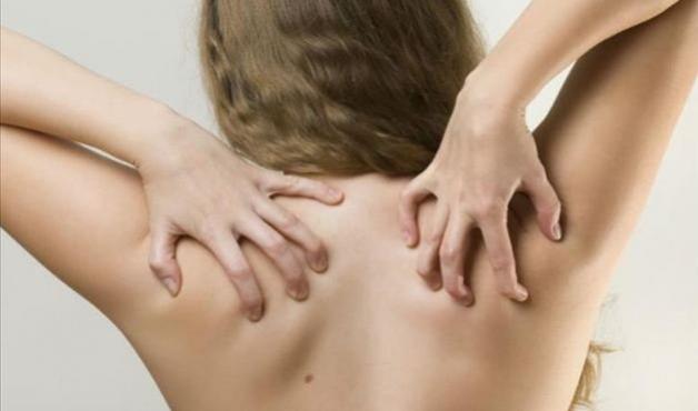 6 cuidados que evitam espinhas nas costas