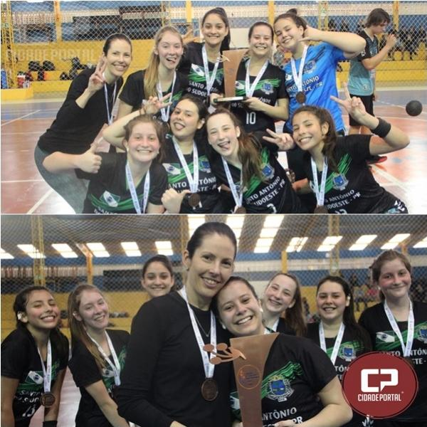 Colégio Estadual Humberto de Campos fica com bronze no handebol feminino