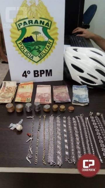 Polícia Militar de Maringá prende mulher e apreende drogas após denúncia de tráfico