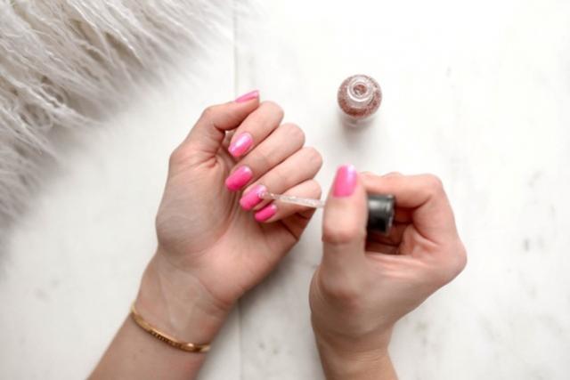 6 dicas de como cuidar das unhas e fazer o esmalte durar mais