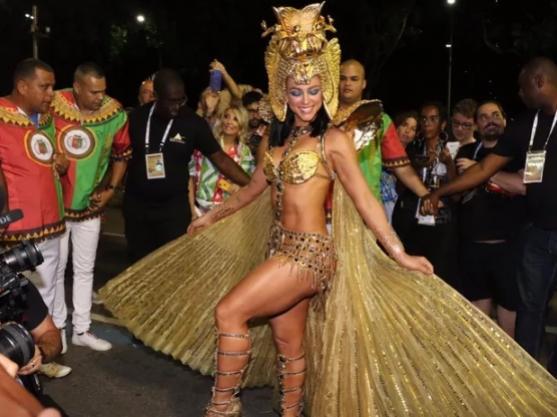 Paolla Oliveira vira Cleópatra em desfile da Grande Rio