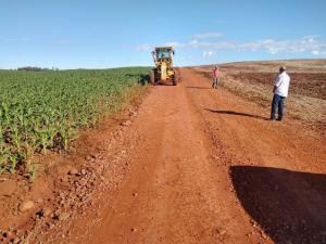 Estradas Carlos Gomes e Olavo Bilac de Ubiratã foram cascalhadas