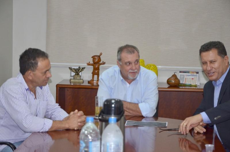 Deputado Adelino Ribeiro visita prefeito Baco