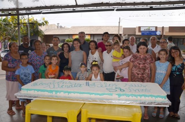 Bolo com 58 quilos foi servido em comemoração ao aniversário de Ubiratã