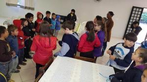 Escola Municipal de Assis visitam instituições conscientizando sobre a separação do lixo reciclável