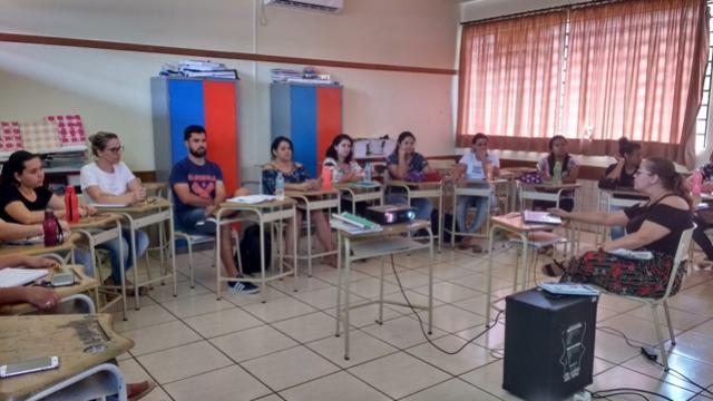 Professores de Ubiratã participaram da formação sobre o Referencial Curricular do Paraná