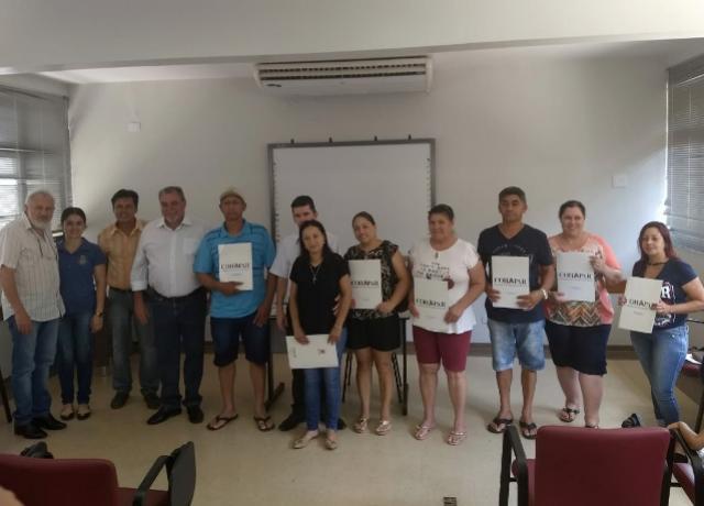 Moradores do Conjunto Boa Vista em Ubiratã recebem escrituras de seus imóveis