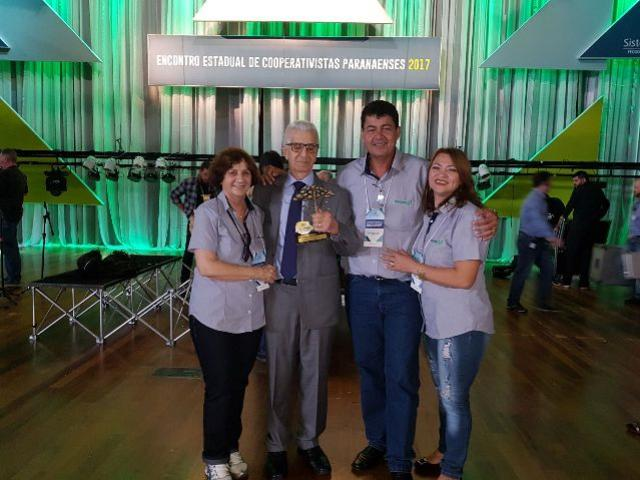 Presidente da Coagru é homenageados com o Troféu Ocepar, Vice Nil Pereira participou do evento