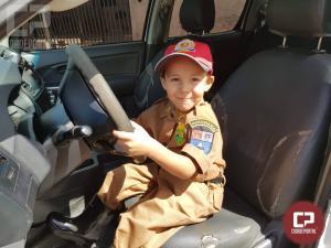 PRE de Cascavel realiza sonho de garotinho que quer ser Policial Militar