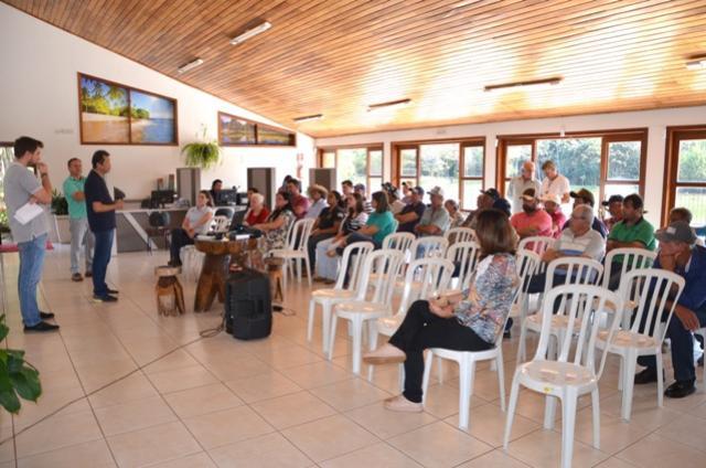 Realizado em Ubiratã Seminário Municipal de Manejo Sanitário e da Qualidade do Leite