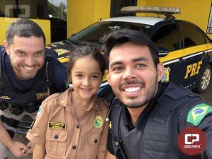 Criança visita unidade da Polícia Rodoviária Federal em Ubiratã