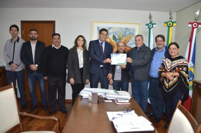 Secretaria de Estado da Justiça, visita Ubiratã e entrega Menção Honrosa para a Agência do Trabalhador