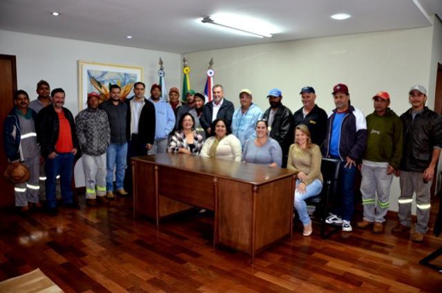 Garis participam de café da manhã no gabinete do prefeito Baco em Ubiratã