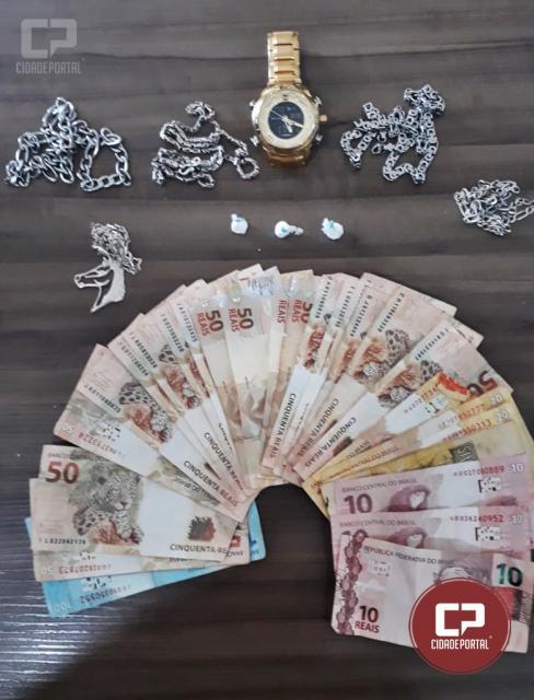 Polícia Militar de Juranda apreende drogas, dinheiro e correntes de bali em residência e bar