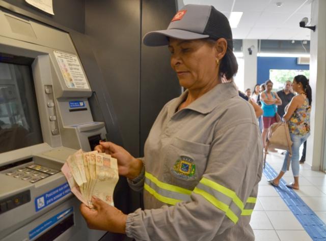 13º salário do funcionalismo e folha salarial antecipada injeta na economia do município R$ 4,5 milhões
