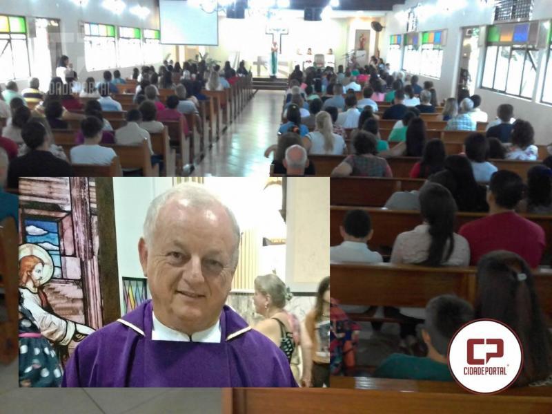 Novo pároco de Ubiratã cativa durante celebração e acaba sabatinado pelos fiéis