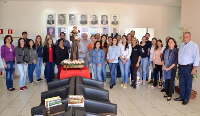 Paço Municipal recebeu a imagem de Santo Antônio, padroeiro do município de Ubiratã