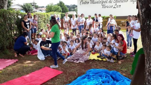 Contação de história traz motivação ao aprendizado em Ubiratã