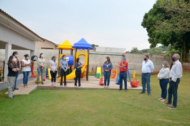CMEIs da rede municipal de ensino de Ubiratã ganham novos parques infantis