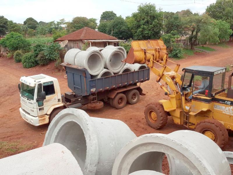 Município recebe 512 tubos de concreto para resolver antigo problema de erosão em Yolanda