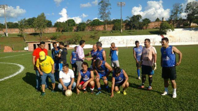 Atletas veteranos estão disputando a 1ª Copa de Futebol Amigos do Hideo em Ubiratã