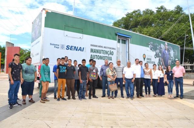 Adolescentes participam de curso gratuito de Mecânico Automotivo oferecido pelo município de Ubiratã