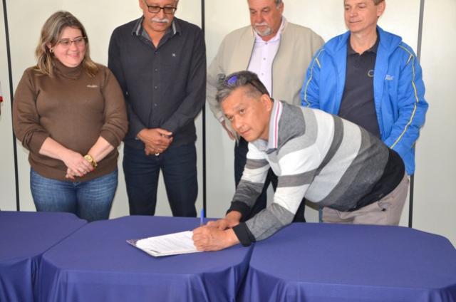 Estádio Claudinão de Ubiratã terá novo sistema de iluminação esportiva