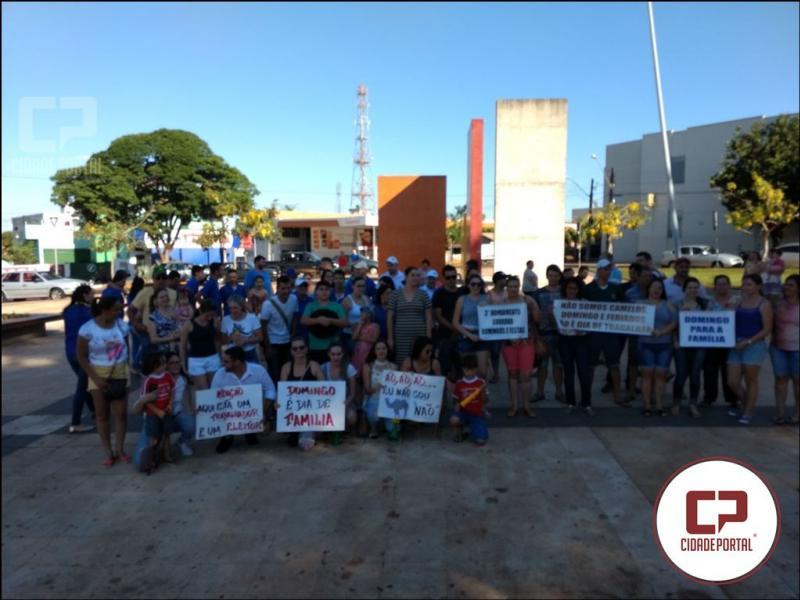 Em Ubiratã teve manifestação de funcionários de mercados e familiares contra abertura aos domingos