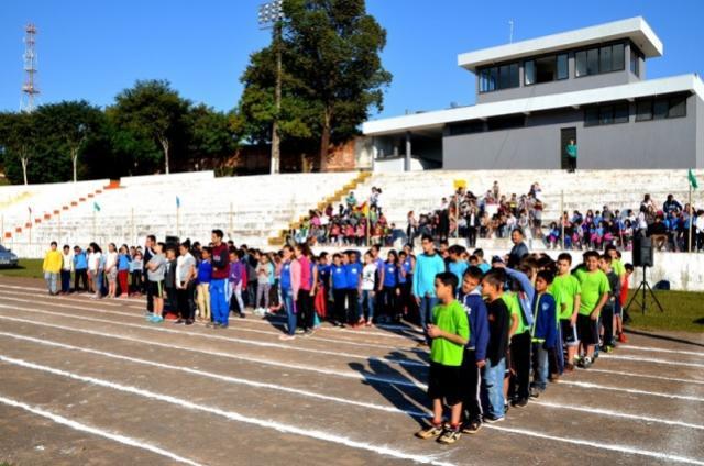 Alunos de escolas municipais de Ubiratã participaram de Festival de Atletismo