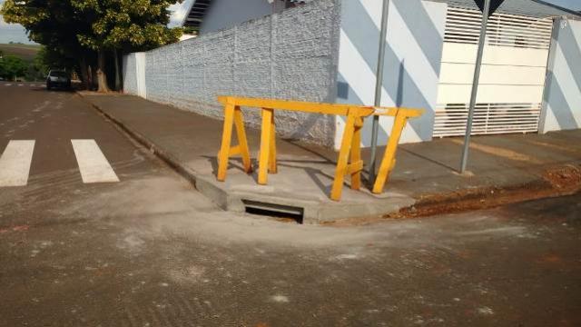 Prefeitura de Ubiratã realiza limpeza e manutenção de bocas-de-lobo