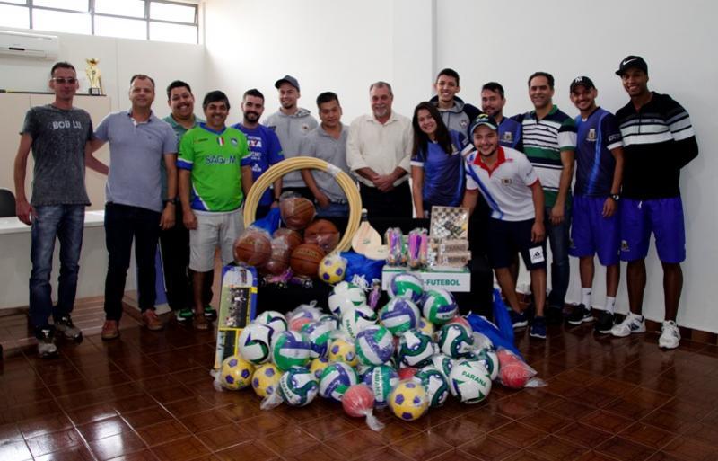 Ubiratã recebeu kits esportivos da Secretaria Estadual do Esporte