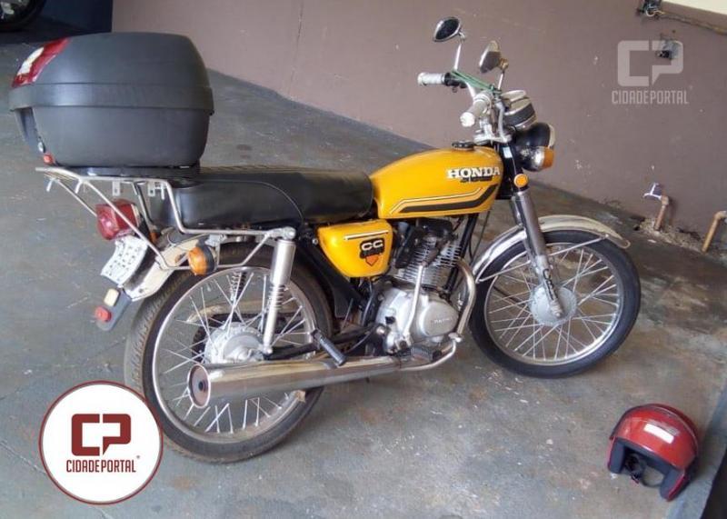 Uma pessoa foi conduzida pela PM para delegacia em posse de uma moto com placas adulterada em Ubiratã