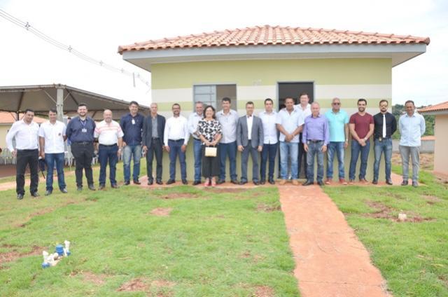 106 famílias receberam as chaves das casas do Residencial Parque das Flores em Ubiratã