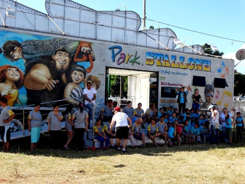 Assistência Social leva crianças e adolescentes ao parque de diversão