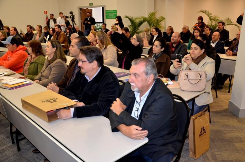 Prefeito Baco e secretários participam de reunião da Amopem Foz do Iguaçu
