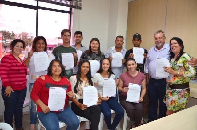 Mais 11 servidores aprovados em concurso tomaram posse em Ubiratã