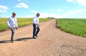 Serviços Rurais realizou cascalhamento na Estrada Cruzeiro em Ubiratã