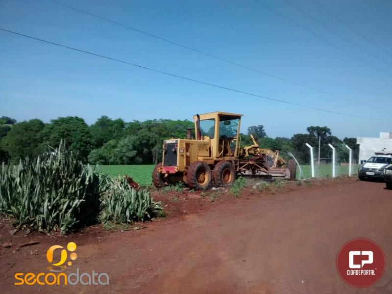 Após furtar motoniveladora de empresa em Juranda, Ladrões não conseguem opera-lá